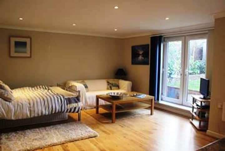 BOURNECOAST: The Lodge 5 mins walk from sea-FM6033