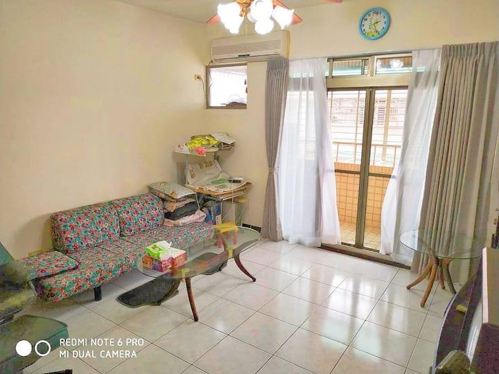 長租家庭公寓! 包棟不共用,3房2衛浴廚房供4-7人,近機場。可安排優惠機場接送和包車旅遊。