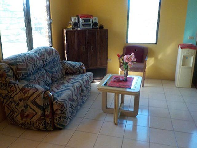 Secluded Home Near Downtown - Cayo District - Rumah Tamu