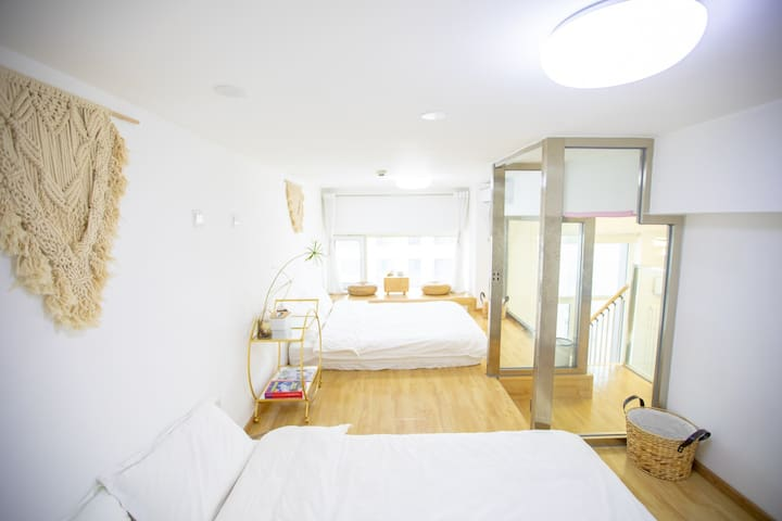 觅Life家庭房(两室两厅loft有三张床最多可住2~6人)机场/国展/祥云小镇/罗红/松美术馆