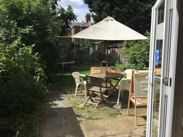 Beautiful large double room in Walthamstow.