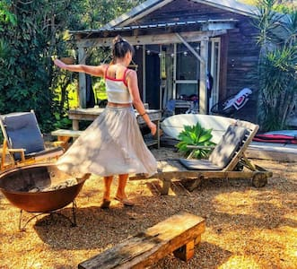 Beach Shed Byron Bay - Cabin in own yard/firepit