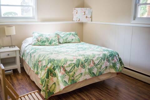 Charming split-level private suite (2 bedroom)