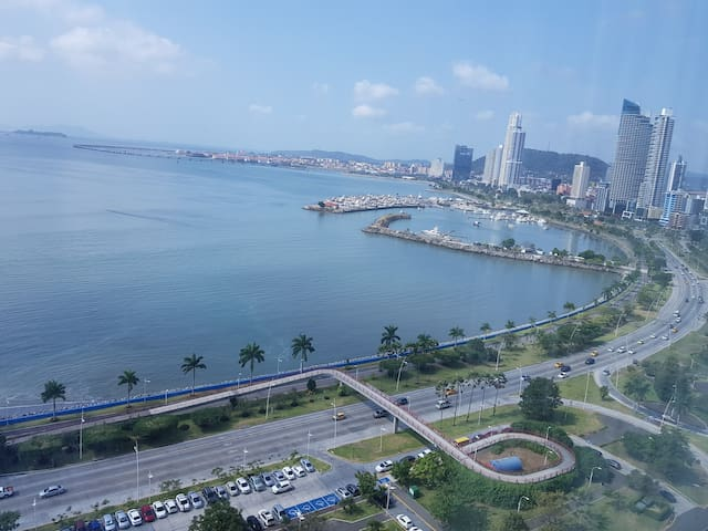 105m2 Luxury apartm in Bayfront Tower