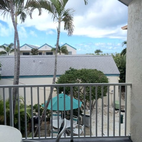 Coconuts Beach Resort 119 Courtyard upstairs