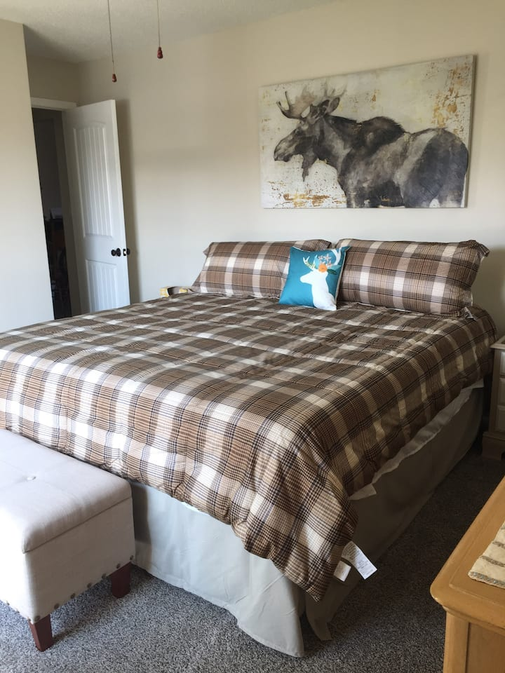 Casper Condo Great Location! Sleeps 4