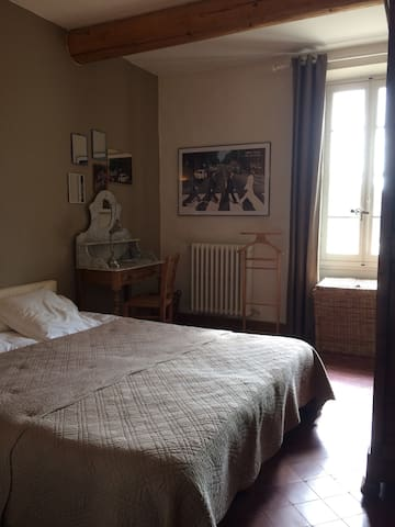 1  chambre avec lit en 160 cm - Sarrians  - บ้าน