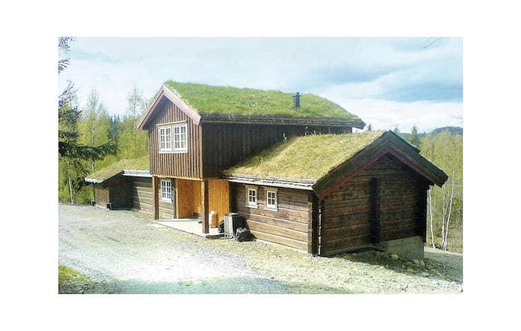 Holiday cottage with 4 bedrooms on 152m² in Fannrem