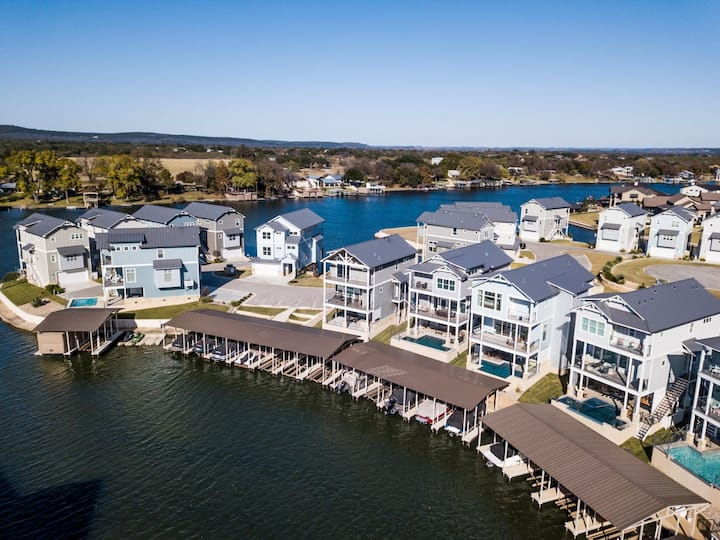 Lakeside Property with Private Pool, Private Boat Lift and Ramp on Lake LBJ