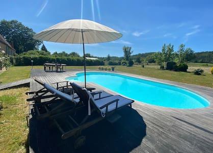 Maison familiale périgourdine avec piscine