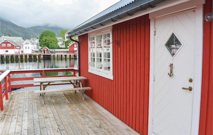 Awesome home in Sørvågen with 2 Bedrooms and WiFi