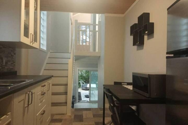 2 Bedroom Main Floor Suite - Close to Stampede