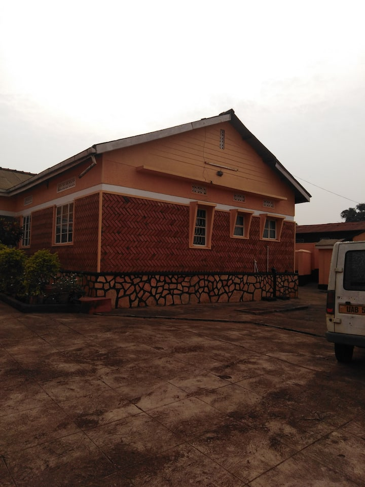 Cozy 1, 2 beds Bedroom  House at Makerere Kavule