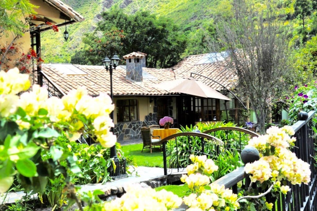 The house has a fully equiped kitchen and living room separared from The bedrooms area by this beautifull garden, therefore it Is suitable for large groups.
