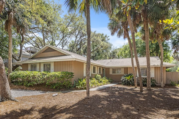 6 BAYBERRY - PERFECT 4 BR BEACH GETAWAY WITH PRIVATE HEATED POOL!