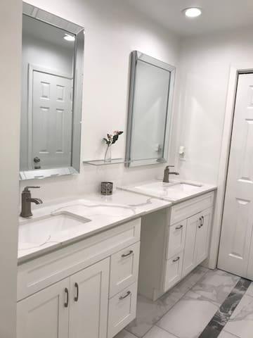 Updated 1 bed 1 bath condo near Downtown Dallas