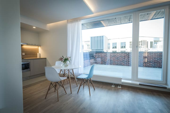 Smart serviced studio w terrace, Rotterman, apt 1A - 塔林 - 公寓