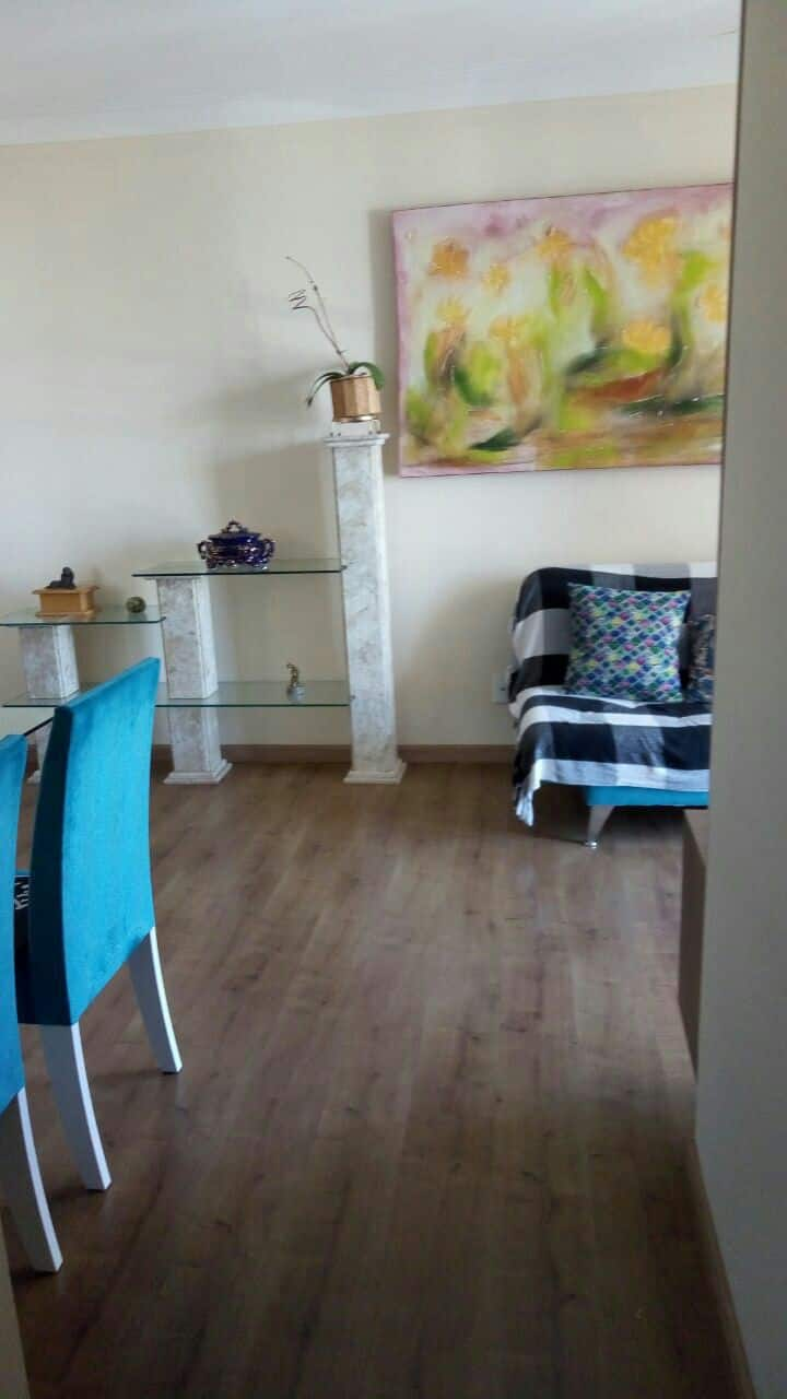 Suíte mobiliada em apartamento para executivos/as