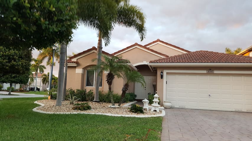 Quiet Private Room/Office with twin bed and desk - Coconut Creek - Hus