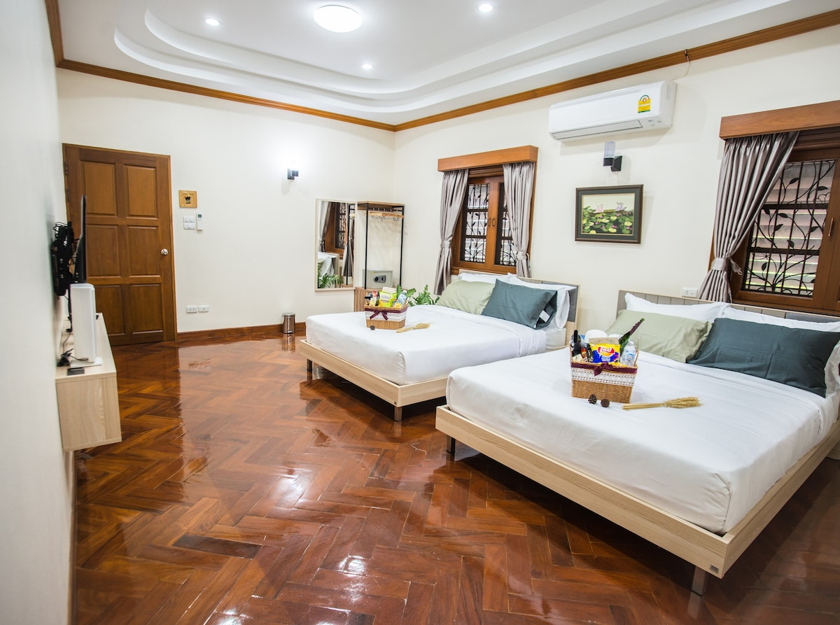 5 Bedrooms 4 Bathrooms Good Location Near Old Town   Houses For Rent In  Tambon Chang Moi, Chang Wat Chiang Mai, Thailand