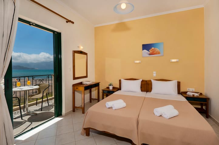 Sea view room very close to the Beach with Pool