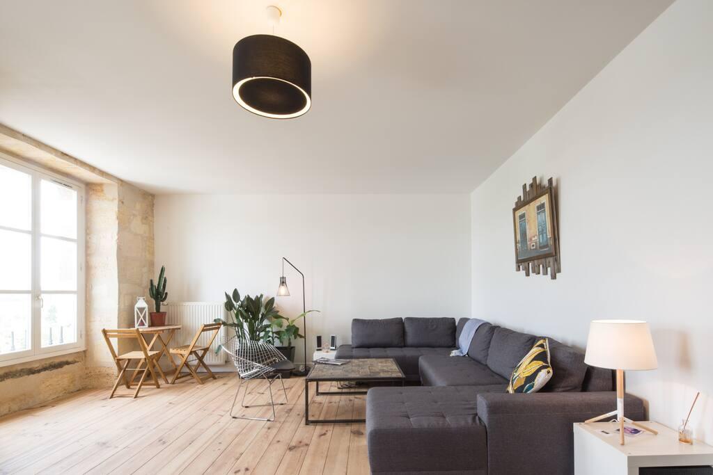 T2 duplex hyper centre vue garonne appartements louer for Location t2 bordeaux hyper centre