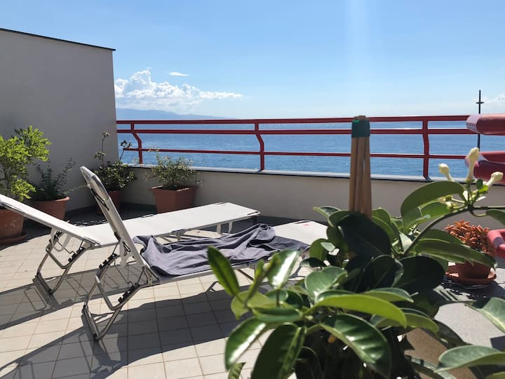 Attic with sea view terrace close to Taormina