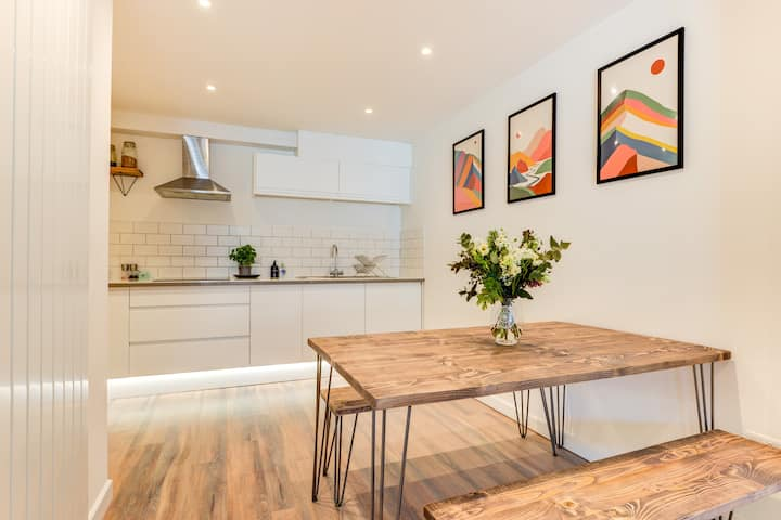 Beautiful and Central Modern 2 Bedroom Apartment