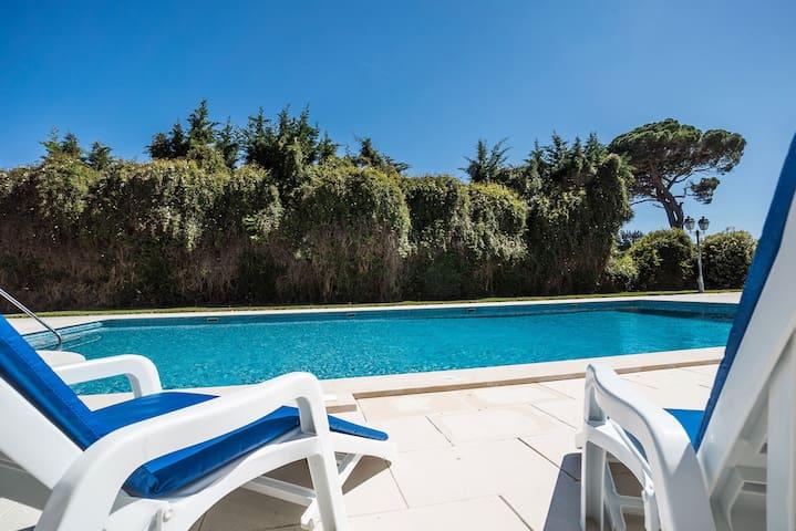 Charming villa in a large estate | Aroeira Villa