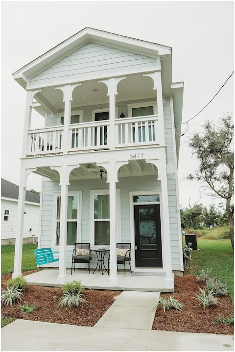 CHIC PINK PERDIDO TOWNHOME, MINUTES FROM BEACHES