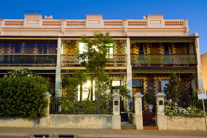 Private Guesthouse >2min walk to Freo