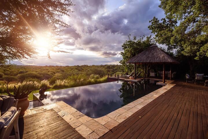 18 Sleeper Colonial Style Safari Lodge - Hoedspruit - Naturstuga