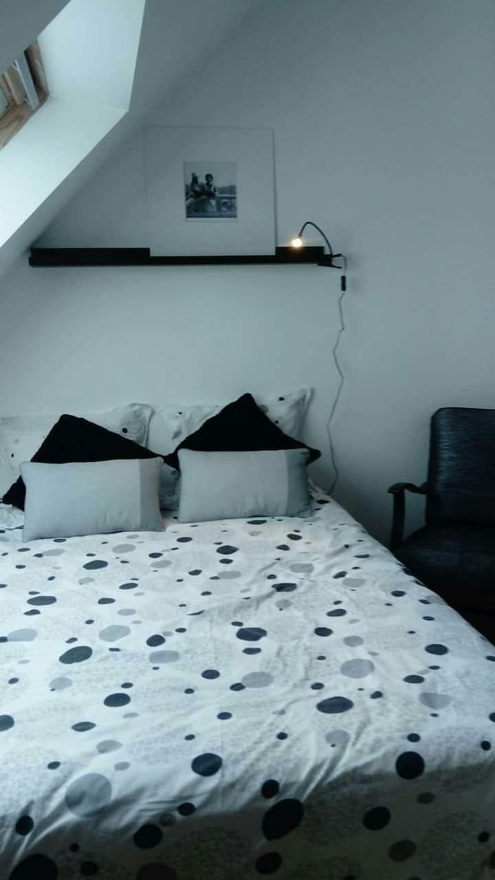 Chambre,proche Perros Guirec.Côte de granit rose,