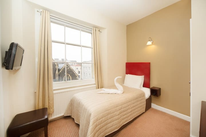 Single Private Room and Ensuite in Clifton Hotel