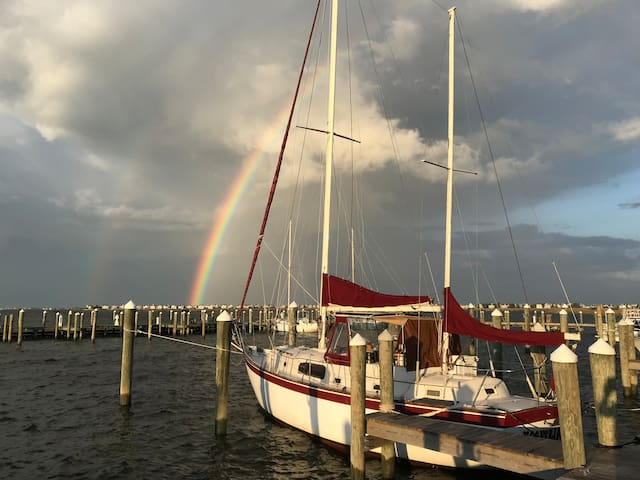 2BR 2 BA sailboat in private Manteo marina- views!