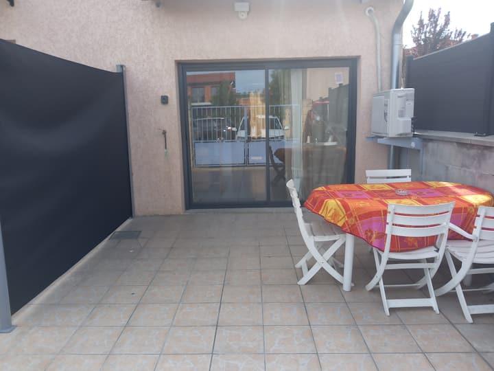 Studio 30M2 5mn gare Vénissieux et T4,15mn de Lyon
