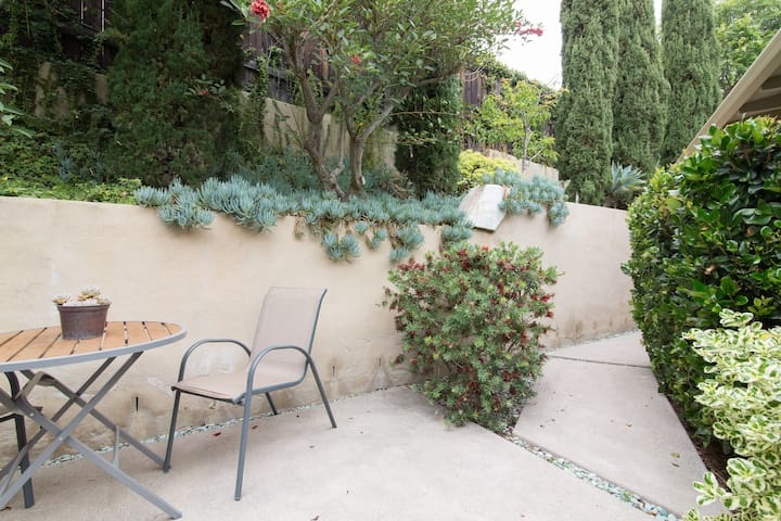 Guest Suite Courtyard: Professional Landscaping