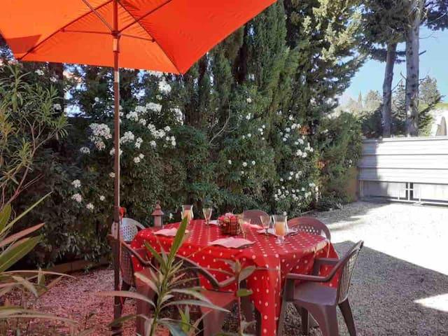 Chez Rosa à Maussane, salon de 40m2 climatisé
