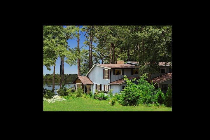 "Lake House ""Lake Palestine Entire House"""