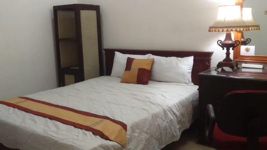 big comfy room for solo traveler - Malang - House