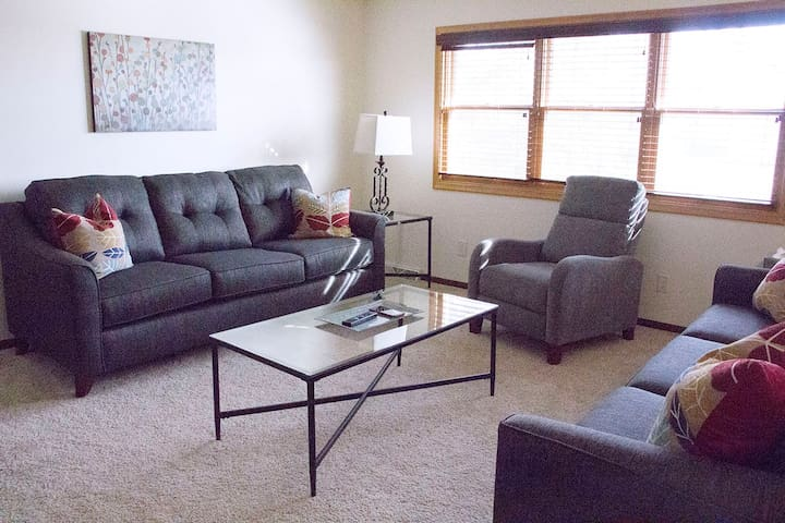 Spacious 3BR Home with loads of amenities! - Omaha - Rumah