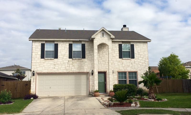 Conveniently Located, Great for Families, 4b/2.5b - Cibolo - Casa