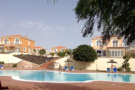 """""""Luxury - Quiet, Spacious Villa"""" - La Colina, Caleta de Fuste"""