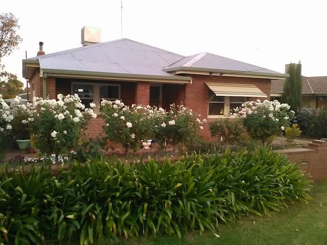 Parkes AirBnB - A Home Away From Home