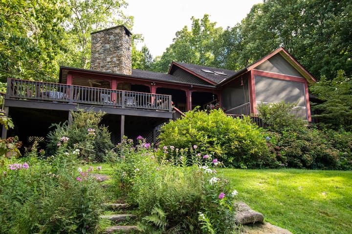 Quiet Mountain Cottage Home