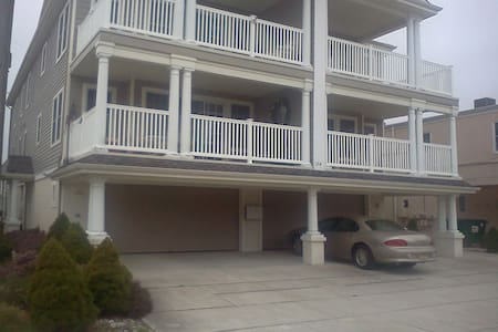 3 bedrm 2 blocks from the beach - North Wildwood
