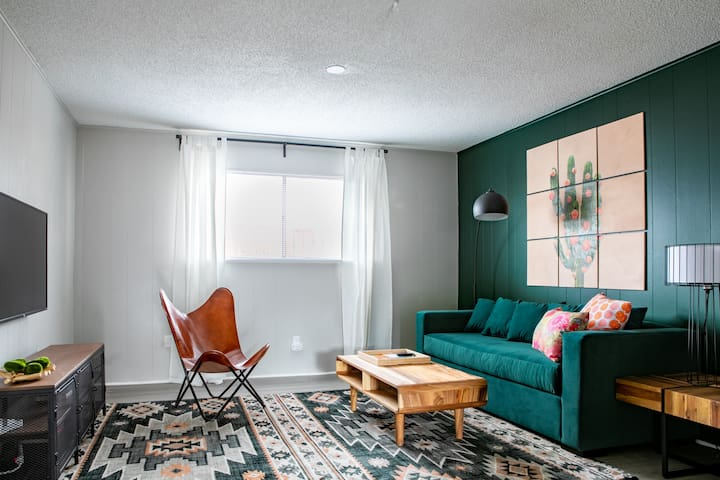 WanderJaunt | Smith | 2BR | Central Austin
