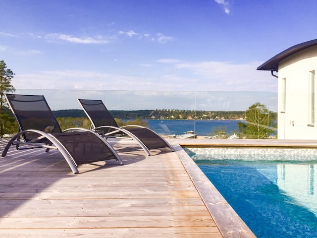 Spacious, private pool & sea view - Tyresö - House
