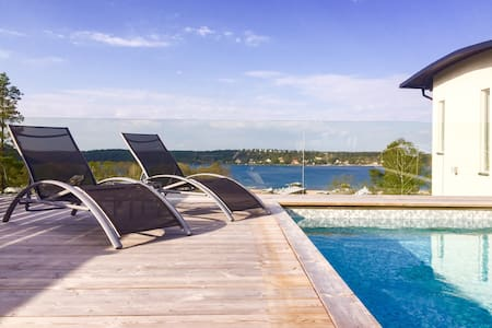 Spacious, private pool & sea view - Tyresö - 獨棟