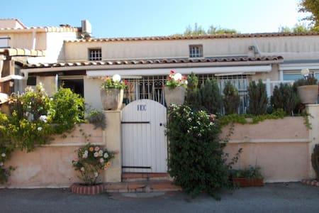 logement entier entre sanary et bandol - Sanary-sur-Mer - House